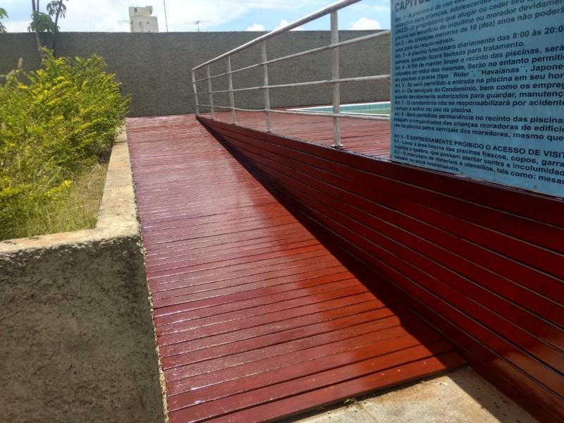 Restauração de Deck de Madeira Cumaru