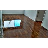 aplicação de bona em piso de madeira