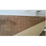 instalação de piso de madeira em casa Maia