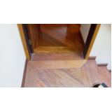 manutenção de tacos de madeira clara