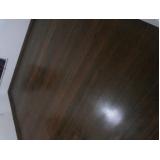 manutenção de tacos de madeira maciça