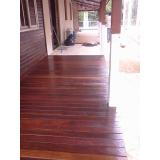 raspagem em deck de madeira