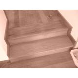 especializado em raspagem de piso de madeira