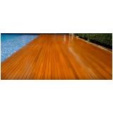 restauração de deck de madeira ao redor da piscina Granja Viana